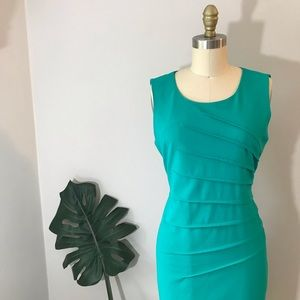 🍎Calvin Klein • Fitted Green Sewn Shirred Dress